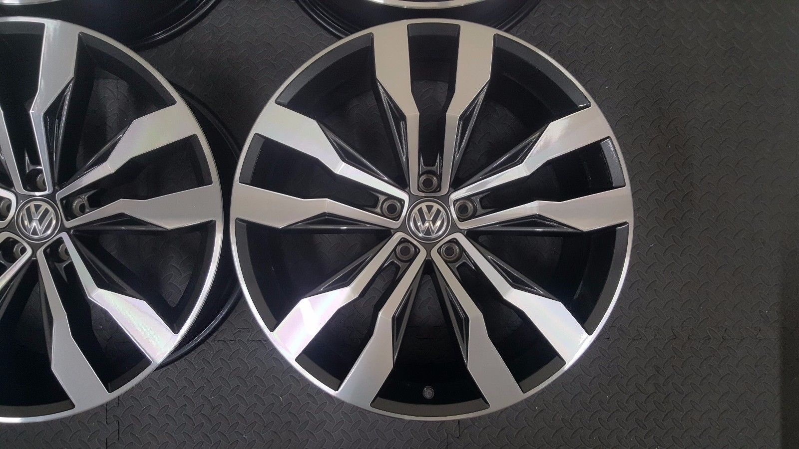 VW Tiguan R – Suzuka 5N0601025G | OEM Alloy Wheels