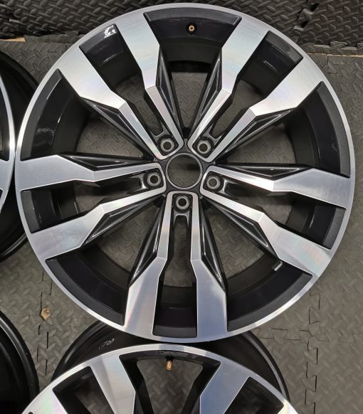 18 inch santiago alloys